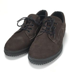 Ecco soft brown lace up close toed shoes comfort